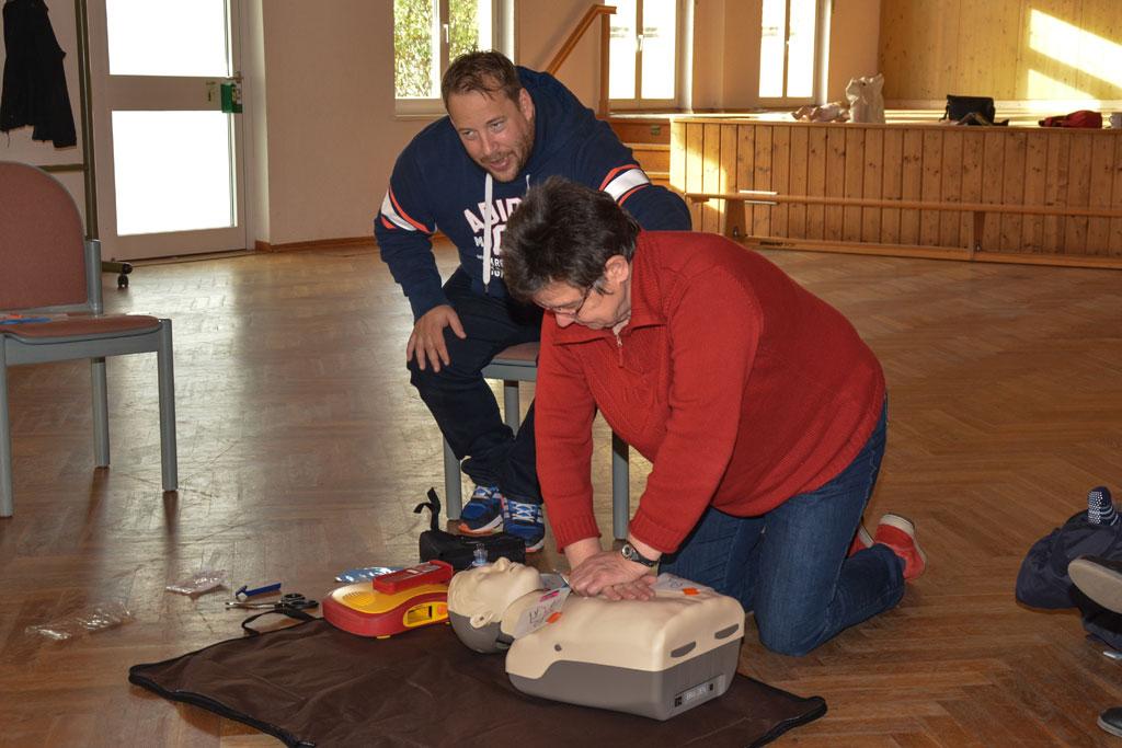 neuer defibrillator an die ortsgemeinde wonsheim bergeben. Black Bedroom Furniture Sets. Home Design Ideas